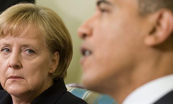오바마를 보는 메르켈