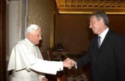 교황블레어악수